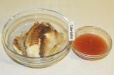 Шаг 4. Залить готовую рыбу фрешем и поставить в холодильник на пару часов.