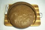 Шаг 5. Чтобы приготовить торт в виде обезьянки, вырезать круг меньшей окружности