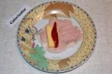 Шаг 4. На биток выложить сыр и перчик.