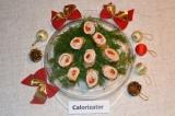 Готовое блюдо: праздничные рулеты с перцем и сыром