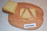 Шаг 1. Хлеб разрезать в форме ёлочки.