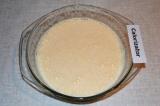 Шаг 2. С помощью миксера взбить яйца с сахаром в пышную пену.