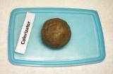 Шаг 1. Приготовить тесто для тарталеток: смешать ржаную муку, воду и 3 столовые