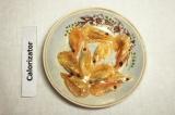 Шаг 5. Креветки обжарить в оливковом масле.