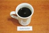 Шаг 5. Залить кипятком растворимый кофе, всыпать сахар, размешать.