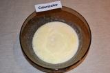 Шаг 3. Сливочное масло растопить и вместе с кефиром добавить к яйцам. Взбить мик