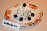 Готовое блюдо: салат с крабовыми палочками и огурцом