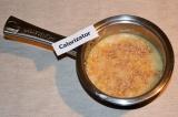 Шаг 6. Когда рис с айвой будут почти готовы – добавить измельченные орехи. Снова