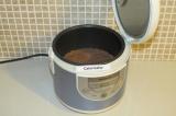 Шаг 7. Распределить тесто в чаше мультиварки и поставить режим выпечка на 30 мин