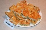 Готовое блюдо: пирог из лаваша с сыром и зеленью