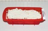 Шаг 7. Закончить двумя слоями: сначала томатная паста, затем соус кешью.