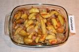 Шаг 6. Готовый картофель полить соусом.