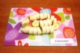 Шаг 1. Очистить и нарезать бананы.