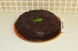 Шаг 13. Обмазать торт глазурью и поставить в холодильник на пару часов. Украсить