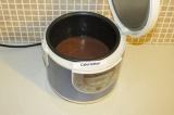 Шаг 8. Вылить тесто в чашу мультиварки 2/3 теста.