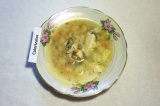 Готовое блюдо: картофельный суп с куриными крылышками
