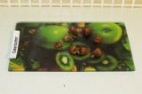 Шаг 10. Порезать помидорки черри на 8 частей.
