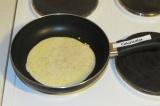 Шаг 5. Пожарить блинчики на антипригарной сковородке с двух сторон.