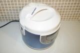 Шаг 7. Поставить тесто для коржа на режим выпечки минут на 15.