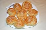 Закусочные булочки из слоеного теста