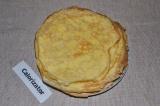 Шаг 4. На разогретой сковороде жарить блины с обеих сторон по несколько минут.