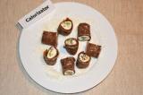 Готовое блюдо: блинные роллы с творогом и фруктами
