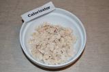 Шаг 4. Куриное филе отварить и порезать на маленькие кусочки.