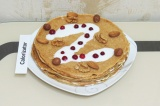 Готовое блюдо: блинный торт из цельнозерновой муки