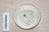 Шаг 5. Для заправки смешать сахар, соль, перец, горчицу, сметану и кефир. Заправ