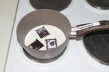Шаг 10. Растопить шоколад в молоке на плите.