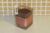 Шаг 5. Присыпать тёртым шоколадом и украсить клубничкой.