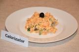 Готовое блюдо: салат с морковью, сыром и маслинами