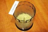 Шаг 5. В блендере измельчить грецкие орехи.