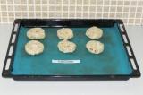 Шаг 5. Выложить на противень и выпекать в духовке 25 минут при 180 градусах.