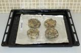 Шаг 5. Выложить на противень и поставить в духовку на 30 минут при 180 градусах.