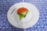 Готовое блюдо: бутерброд с сыром и овощами