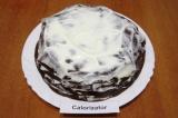 Шаг 8. Собрать торт, промазывая сначала каждый блин сметанным кремом.