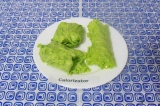 Готовое блюдо: рулетики из листьев салата с творогом