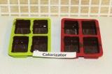 Шаг 8. Смазать формочки шоколадом и поставить в морозильную камеру на 7 минут.