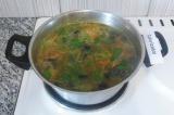 Шаг 9. Петрушку нарубить и добавить в суп. Перемешать и подавать.