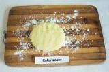 Шаг 6. Из картофельного теста сформировать лепёшку.