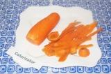 Шаг 1. Очистить морковь и промыть под проточной водой.