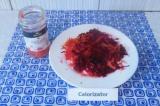 Шаг 4. Добавить имбирный сок от маринованного имбиря, перемешать. Оставить на 10