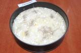 Шаг 9. Опять накрыть блинчиком. Выложить рисовую начинку, разровнять.