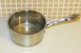 Шаг 1. Залить агар-агар водой на 20 минут.