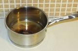 Шаг 2. Добавить цикорий в воду с агар-агаром и довести до кипения.