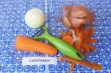 Шаг 1. Почистить морковь, промыть под проточной водой.