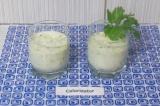 Шаг 6. Вылить готовый коктейль в стаканы, украсить зеленью.