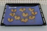 Шаг 9. Выложить печенье на противень и отправить в предварительно разогретую дух