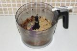 Шаг 6. Соединить все ингредиенты, кроме воды и взбить блендером.
